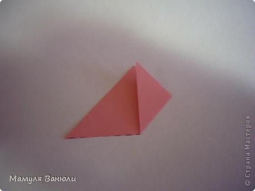 """Решая, какие именно цветочки посадить на Электру, я остановилась на модуле кусудамы """"Цветок"""". Только вот я решила делать элементы цветочка чуть проще: не из квадратика, а из треугольника. Тогда сами лепесточки с тычинками получаются нежнее (тычинок меньше и лепестки в один слой бумаги). фото 4"""