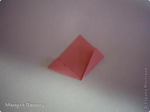 """Решая, какие именно цветочки посадить на Электру, я остановилась на модуле кусудамы """"Цветок"""". Только вот я решила делать элементы цветочка чуть проще: не из квадратика, а из треугольника. Тогда сами лепесточки с тычинками получаются нежнее (тычинок меньше и лепестки в один слой бумаги). фото 12"""