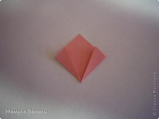 """Решая, какие именно цветочки посадить на Электру, я остановилась на модуле кусудамы """"Цветок"""". Только вот я решила делать элементы цветочка чуть проще: не из квадратика, а из треугольника. Тогда сами лепесточки с тычинками получаются нежнее (тычинок меньше и лепестки в один слой бумаги). фото 13"""