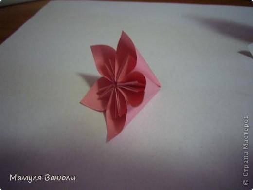 """Решая, какие именно цветочки посадить на Электру, я остановилась на модуле кусудамы """"Цветок"""". Только вот я решила делать элементы цветочка чуть проще: не из квадратика, а из треугольника. Тогда сами лепесточки с тычинками получаются нежнее (тычинок меньше и лепестки в один слой бумаги). фото 16"""