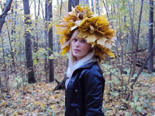 В эту субботу провожали бабье лето))) и решили сплести венок из кленовых листьев, с которым и провели фото сессию... фото 2