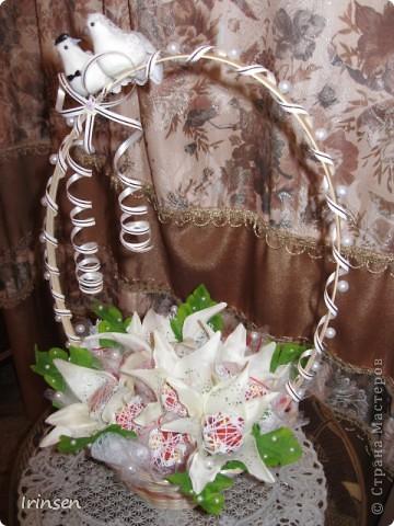 """Свадебная конфетная корзинка """"Любовь и голуби"""" фото 1"""