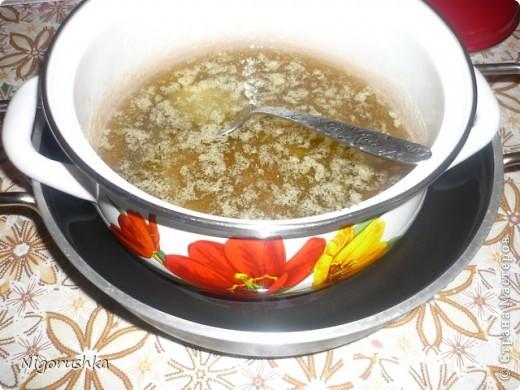 Постная медовая коврижка с сайта russianfood.com от Юляшки-вкусняшки Продукты:  1 стакан сахарного песка (можно 0,5 стакана), 3 ст. л. меда, 1 стакан воды, 0,5 стакана растительного масла рафинированного, 2 ст. л. какао (или кофе),  1 ч. л. соды, пряности измельченные (гвоздика, корица, кориандр),  0,5 стакана изюма, 0,5 стакана грецких орехов (можно больше), 1,5-2 стакана  муки  фото 3