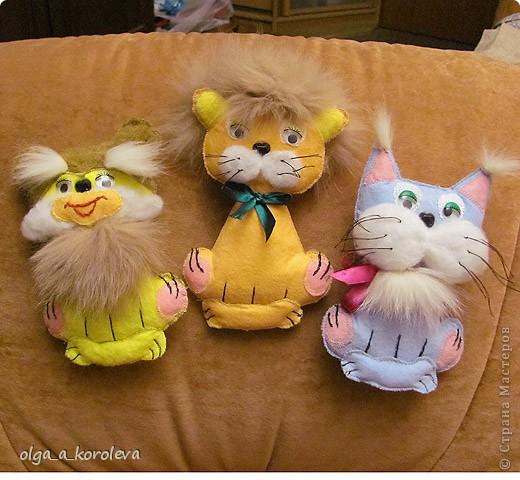 Эти плосские игрушки сшиты из хозяйственных салфеток: они не сыпятся и очень яркие. Можно использовать их как игольницы. фото 5