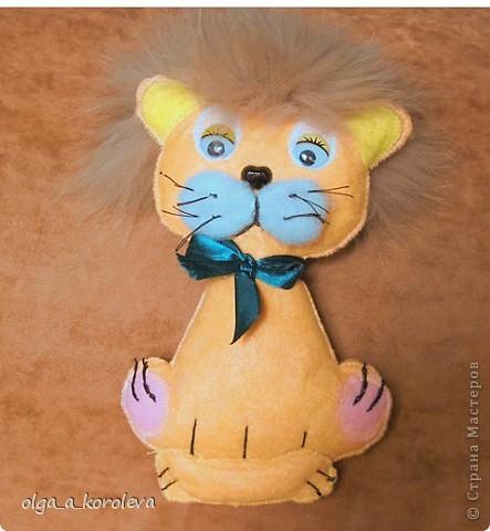 Эти плосские игрушки сшиты из хозяйственных салфеток: они не сыпятся и очень яркие. Можно использовать их как игольницы. фото 6