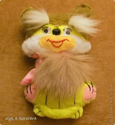 Эти плосские игрушки сшиты из хозяйственных салфеток: они не сыпятся и очень яркие. Можно использовать их как игольницы. фото 8