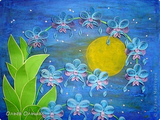 Выросли старые орхидеи на новом месте.А получилось это так:эти орхидеи: http://stranamasterov.ru/node/55764,  мы дарили с Катей классному руководителю в 2010 году,тогда я ещё не умела углублять рамочки,вот и решили взять работу на реставрацию-углубить рамочку,спрятать работу под стекло.    фото 2