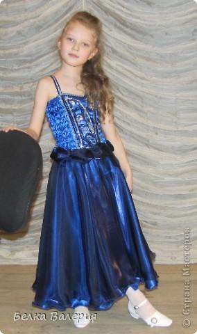 Платье для дочки на выпускной в детском саду, шила сама. Ткань - креп-сатин, верхний слой - органза. фото 1