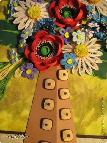 Здравствуй, Страна!  Эту картину я делала в подарок на день рождения моей подруге! Хотелось чего-то яркого, но не очень помпезного; в результате остановилась на ромашках с маками, ну а попутно к ним прибавились васильки, незабудки и еще кой-чего по-мелочи. фото 4