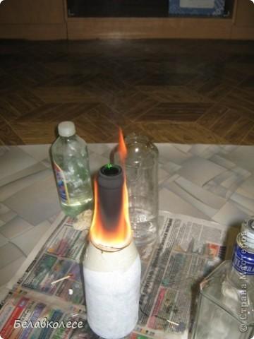 Настольная лампа и часы в спальню сына.Сделала из бутылки.Сверлила в мастерской. фото 2