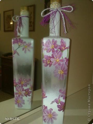 Видела МК по изготовлению полупрозрачной вазы-КРАСОТА!!!!Простите- не помню чья.Вазы трогать боюсь а на бутылке решилась. фото 1