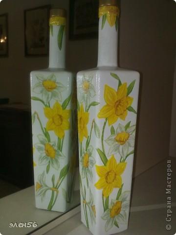 Видела МК по изготовлению полупрозрачной вазы-КРАСОТА!!!!Простите- не помню чья.Вазы трогать боюсь а на бутылке решилась. фото 2