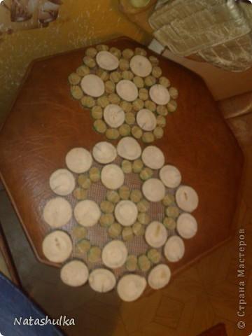 Вот такие вот подставочки - салфеточки я смастерячила себе на кухню из найденной на улице ветки и старой-старой, разломанной деревянной змейки. фото 2