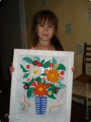 Доченька демонстрирует наш букетик фото 1