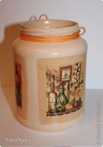 Одновременно с вазой сделала баночку под лопатки, венчики и всякие кухонные штучки. Заняла свое место на кухне фото 3
