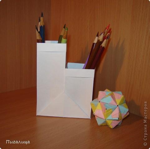 Вот такая карандашница из листа бумаги сложилась. Буквально за пять минут. фото 2