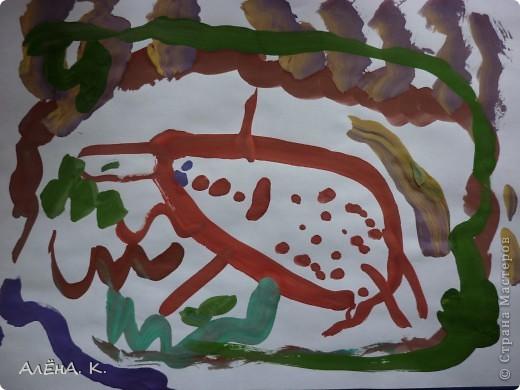 Вот такое творение получилось у моей Даши под впечатлением от увиденной гусеницы махаона))) Это было летом, Даше было 3 годика 4 месяца. Это ее первый разноцветный рисунок, до этого - только одноцветные, максимум двухцветные рисунки) Видно, впечатление было действительно сильным))) Меня тоже природа часто вдохновляет))) Кстати, все рисунки расположены так, как должны быть, по мнению Даши) Просто со стороны может показаться, что их надо перевернуть. Но автору виднее))) фото 3