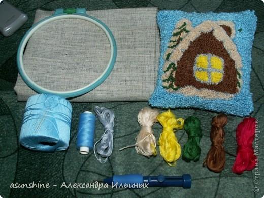 Новогодняя подушка нетканый гобелен или ковровая техника Краткий мастер-класс от Александры Ильиных.