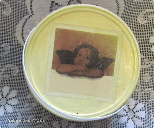 """Решила я побаловать и свою ванную рукодельными красотами (насколько """"красотами"""" - решать вам, дорогие мастерицы. Я-то недостатки вижу, просто уговариваю себя - это школа, надо учиться и стараться). Задекупажила баночку для жидкого мыла и ведерко из-под шашлыка. Теперь в нём хранится порошок для белого (нецветного) белья. фото 2"""