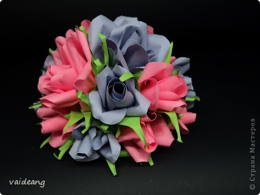Букетик из бутонов и роз. фото 4