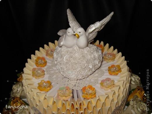 На этот раз у меня свадебный торт. В нижнем ярусе 102 модуля в среднем ярусе 72 модуля в верхнем ярусе 42 модуля.   фото 3