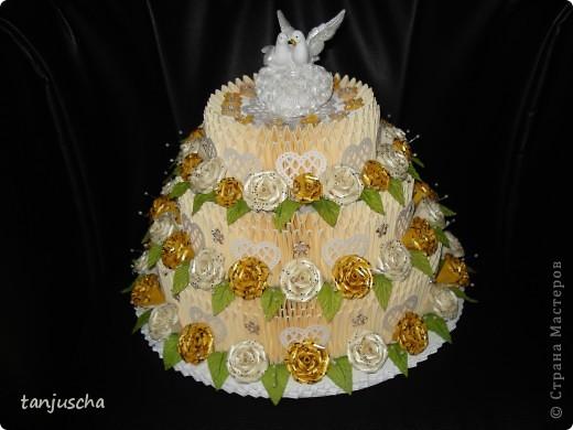 На этот раз у меня свадебный торт. В нижнем ярусе 102 модуля в среднем ярусе 72 модуля в верхнем ярусе 42 модуля.   фото 6