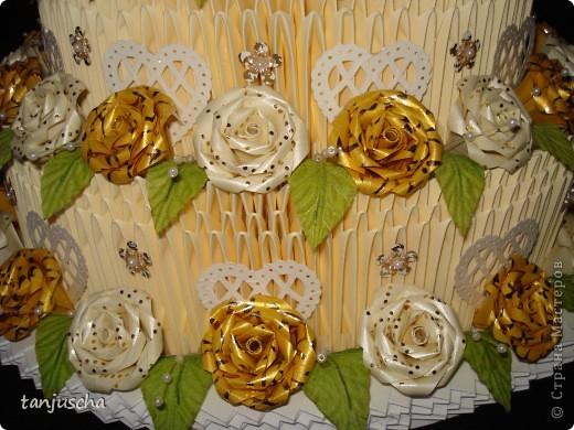 На этот раз у меня свадебный торт. В нижнем ярусе 102 модуля в среднем ярусе 72 модуля в верхнем ярусе 42 модуля.   фото 4