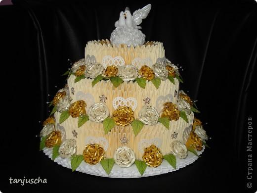 На этот раз у меня свадебный торт. В нижнем ярусе 102 модуля в среднем ярусе 72 модуля в верхнем ярусе 42 модуля.   фото 1