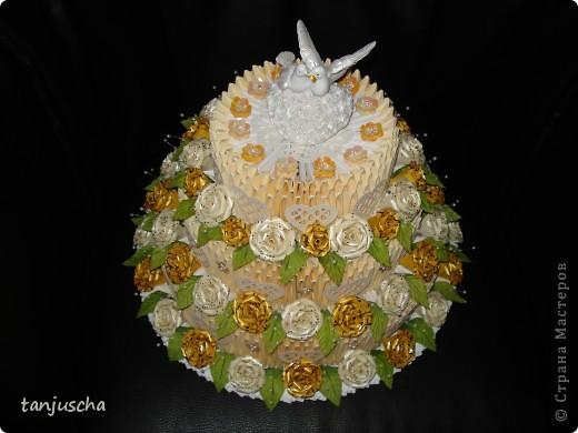 На этот раз у меня свадебный торт. В нижнем ярусе 102 модуля в среднем ярусе 72 модуля в верхнем ярусе 42 модуля.   фото 2