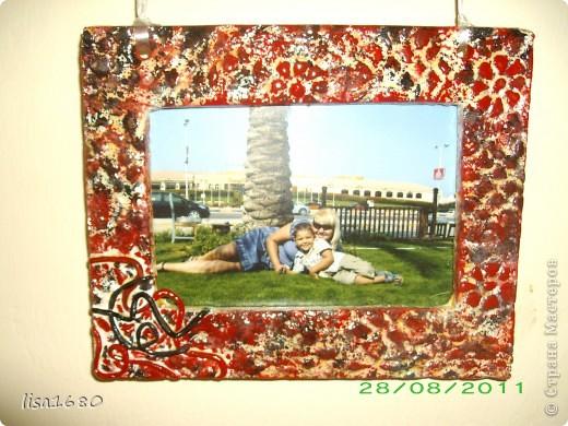 Вот такую фото рамку заказала у меня подруга, и попрасила выкрасить в чёрно красный цвет под дизайн мебели..  фото 2