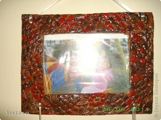 Вот такую фото рамку заказала у меня подруга, и попрасила выкрасить в чёрно красный цвет под дизайн мебели..  фото 4