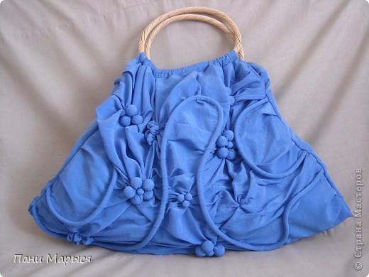 Вместительная сумка напомнит о лете. Выполнена из плотной ткани, рисунок акрил по текстилю, украшение-подвеска из бус и сутажа.  фото 2