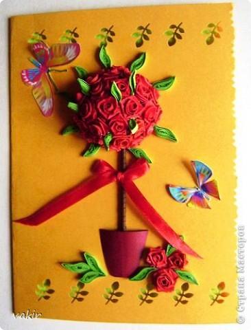 Здравствуйте! Знакомьтесь с моей новорожденной открыткой! Заказчица попросила сделать яркую открытку для яркой женщины с непростой судьбой. Вот что получилось в итоге. Захотелось сделать деревце счастья из алых роз. фото 6