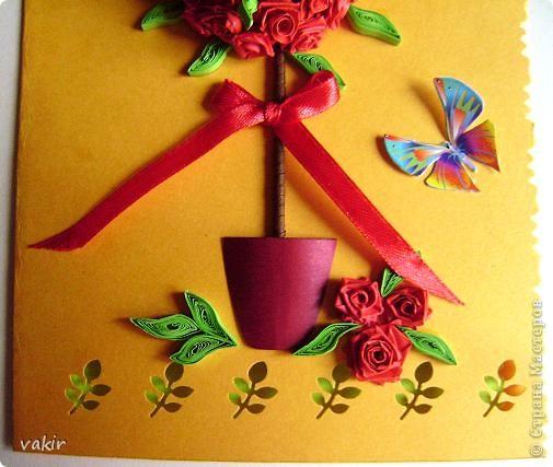 Здравствуйте! Знакомьтесь с моей новорожденной открыткой! Заказчица попросила сделать яркую открытку для яркой женщины с непростой судьбой. Вот что получилось в итоге. Захотелось сделать деревце счастья из алых роз. фото 3