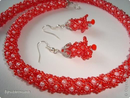 Вот такое интересное плетение решила попробовать. Получился комплект ожерелье + серьги-колокольчики. И опять для мамы :-) фото 45