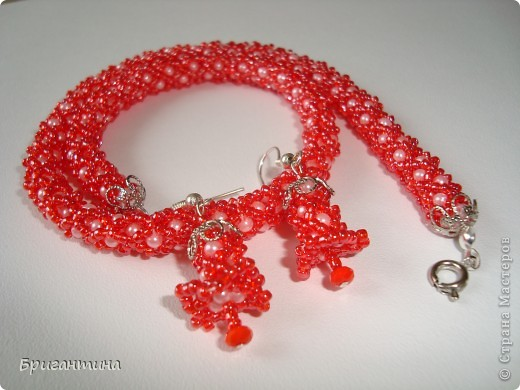 Вот такое интересное плетение решила попробовать. Получился комплект ожерелье + серьги-колокольчики. И опять для мамы :-) фото 46