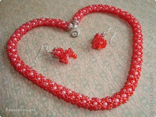 Вот такое интересное плетение решила попробовать. Получился комплект ожерелье + серьги-колокольчики. И опять для мамы :-) фото 4
