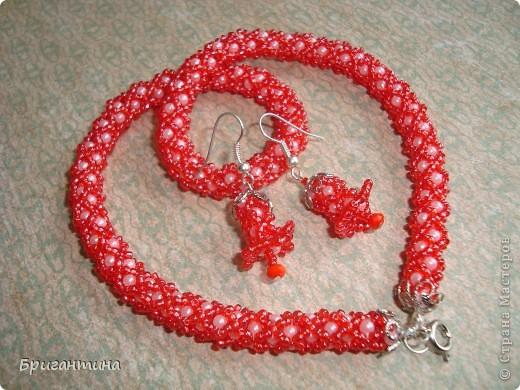 Вот такое интересное плетение решила попробовать. Получился комплект ожерелье + серьги-колокольчики. И опять для мамы :-) фото 1
