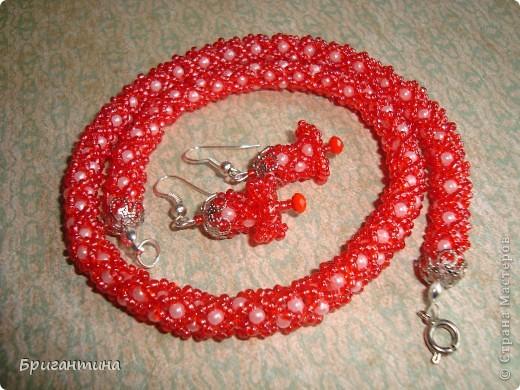 Вот такое интересное плетение решила попробовать. Получился комплект ожерелье + серьги-колокольчики. И опять для мамы :-) фото 2