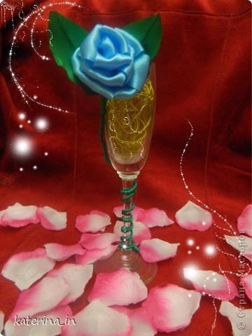 Вот такая вот голубая роза в фужере... Хотела сделать МК по их изготовлению,но потом решила узнать у вас, мастерицы,нужен ли будет вам такой цветок?А вдруг нет! фото 1