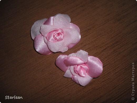 вот такие бусы предлагаю вам сделать! нам понадобиться: 1. бусины 2. ткань креп сатин для роз и лент 3. застежки для бус фото 7