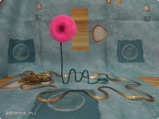 Вот такая вот голубая роза в фужере... Хотела сделать МК по их изготовлению,но потом решила узнать у вас, мастерицы,нужен ли будет вам такой цветок?А вдруг нет! фото 2