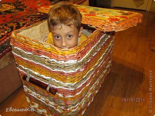 Здравствуйте, жители страны мастеров! Вот решила потренироваться в техниках плетения, получился коробок под игрушки размеры 40*67см, высота 54 см. фото 5