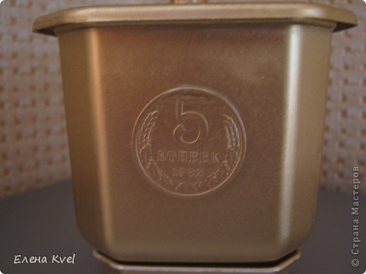 Когда-то моя бабушка (ещё в советское время) сбрасывала мелкие монетки в коробочку (копилка- не копилка))),  денежки поменялись, а старые монетки остались... Вот уже и бабушки нет... а память вот такая получилась)))) фото 2