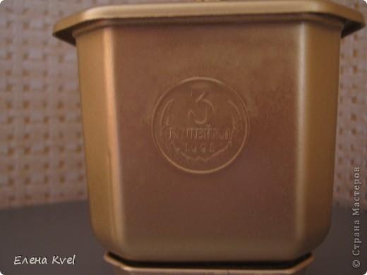 Когда-то моя бабушка (ещё в советское время) сбрасывала мелкие монетки в коробочку (копилка- не копилка))),  денежки поменялись, а старые монетки остались... Вот уже и бабушки нет... а память вот такая получилась)))) фото 3