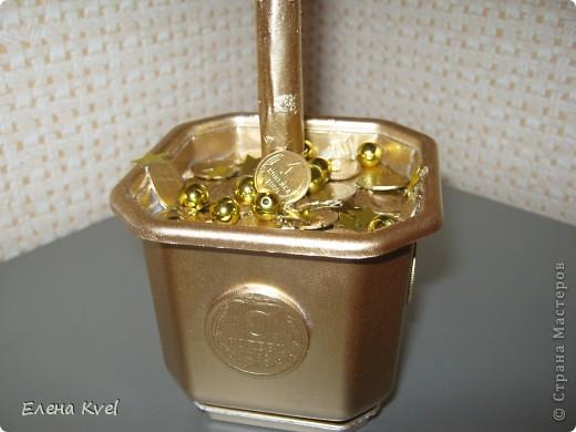 Когда-то моя бабушка (ещё в советское время) сбрасывала мелкие монетки в коробочку (копилка- не копилка))),  денежки поменялись, а старые монетки остались... Вот уже и бабушки нет... а память вот такая получилась)))) фото 4