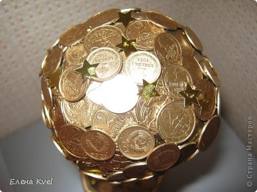 Когда-то моя бабушка (ещё в советское время) сбрасывала мелкие монетки в коробочку (копилка- не копилка))),  денежки поменялись, а старые монетки остались... Вот уже и бабушки нет... а память вот такая получилась)))) фото 5