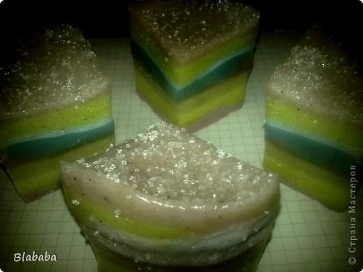 Тортик  Само мыло взбивала, поэтому на ощупь мыло было как настоящий торт!) чем то напоминало губку, и со временем этот эффект более менее сохранился фото 4