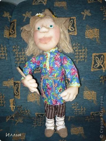 Здравствуйте жители Страны Мастеров. Наконец то я собралась с духом и сделала свою первую куклу на каркасе. И вот выношу её на ваш суд. Знакомьтесь это пастушок Лель. фото 1