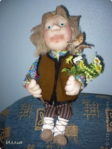 Здравствуйте жители Страны Мастеров. Наконец то я собралась с духом и сделала свою первую куклу на каркасе. И вот выношу её на ваш суд. Знакомьтесь это пастушок Лель. фото 5
